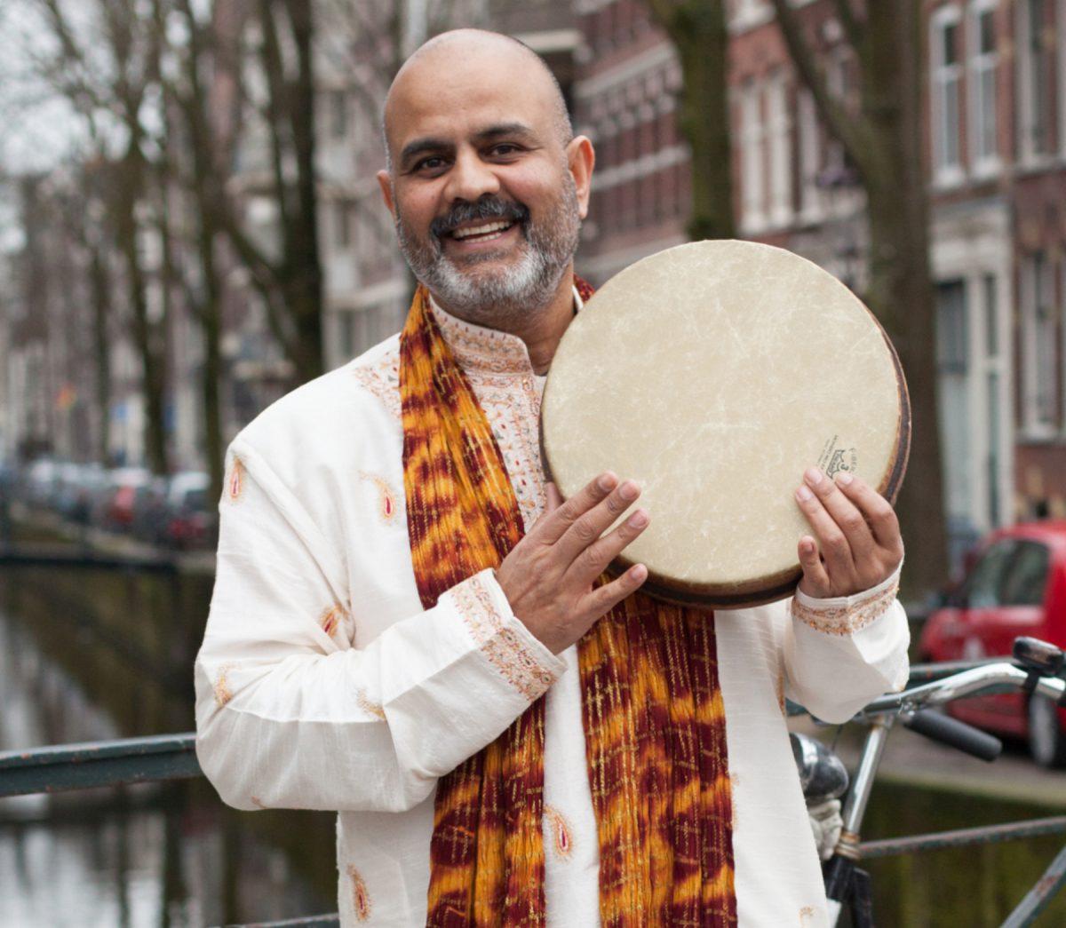 https://festiwalopowiadania.pl/wp-content/uploads/2020/09/Peter-Chand-Amsterdam-Credit-Elise-Gherlan-1200x1045.jpg