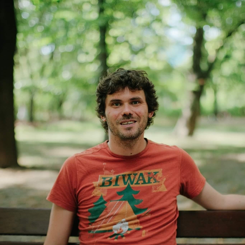 https://festiwalopowiadania.pl/wp-content/uploads/2020/09/Uzdański-portret-fot.-Jakub-Celej.jpg